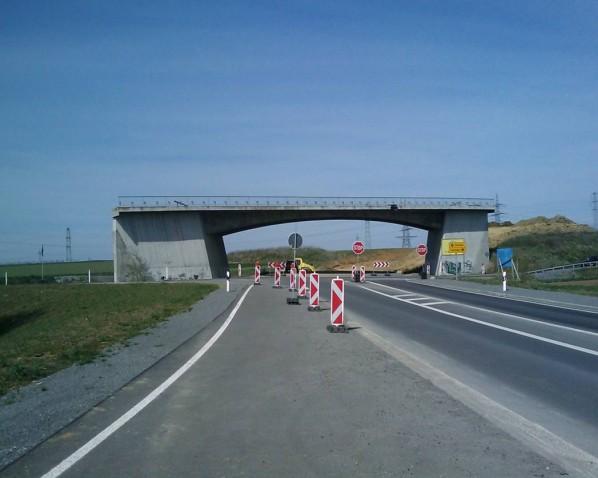 ...Brücke sucht Anschluss, Verband schafft Verbindung...